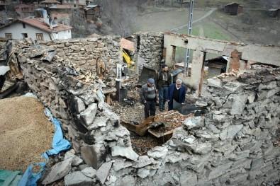 Tosya'da Yangında Annesini Ve İş Yerini Alevlere Teslim Eden Vatandaş O Geceyi Anlattı