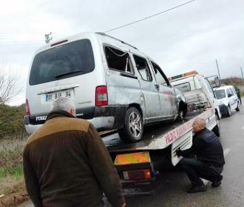 Açık Rögara Düşen Araç Takla Attı
