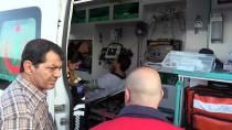 Adana'da Minibüs Kamyona Çarptı Açıklaması 4 Yaralı