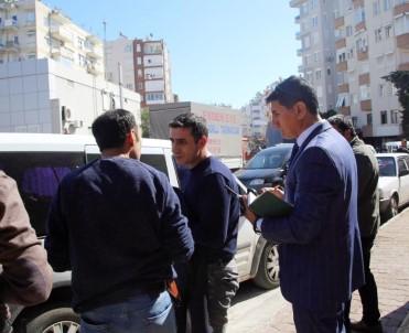 Antalya'da trafikte eli silahlı baygın kişi alarmı