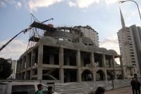 KUBBE - Cami İnşaatında İskele Çöktü Açıklaması 3 Yaralı