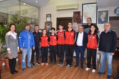 Dereceye Giren Sporculardan Başkan Kayalı'ya Ziyaret