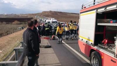 Diyarbakır'da Trafik Kazası Açıklaması 1 Ölü, 1 Yaralı