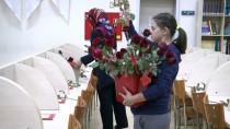 BAĞCıLAR BELEDIYESI - 'Kitap Aşıkları'na Sevgililer Günü Sürprizi