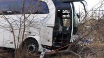 YOLCU OTOBÜSÜ - Malatya'da Trafik Kazası Açıklaması 1 Ölü, 4 Yaralı