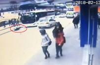 SERVİS OTOBÜSÜ - Otobüsün Çarptığı Yaya Hayatını Kaybetti