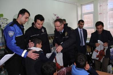 Şemdinli Polisinden 262 Öğrenciye Destek