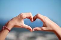 CHARLİZE THERON - TV+'In Sevgililer Günü Programı