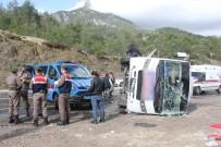 MUSTAFA CİHAD FESLİHAN - Antalya'da Midibüs Devrildi Açıklaması 15 Yaralı