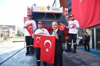 TÜRK BAYRAĞI - Başkan Mehmetçik İçin Bayrak Ve Karanfil Dağıttı