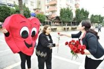 KIRMIZI GÜL - Büyükşehir, Sevgililer Günü'nde Kırmızı Gül Dağıttı