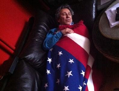 Can Dündar'dan Amerikan bayrağına sarılı fotoğrafıyla ilgili komik açıklama