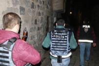 DİYARBAKIR EMNİYET MÜDÜRLÜĞÜ - Diyarbakır'da 3 Bin Polisle '15 Şubat' Alarmı Açıklaması 77 Gözaltı