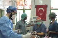 AFRİKALI - Etiyopyalı Küçük Çocuk, Türk Doktorların Dikkatiyle Hayata Tutundu