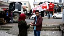 EVLİLİK TEKLİFİ - İş Makinesine Asılan Pankartla Evlilik Teklifi