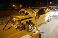 IŞIK İHLALİ - Işık İhlali Yaptığı İleri Sürülen Otomobil İle Kamyon Çarpıştı Açıklaması 1 Yaralı