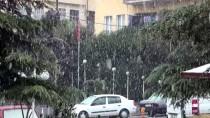 KAR TEMİZLEME - Manisa'da Kar Yağışı