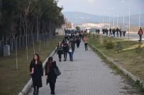 SELIM YAĞCı - Öğrenciler Protesto İçin 5 Kilometre Yürüyor