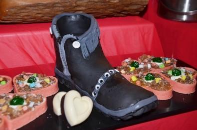 Sevgililer Günü'nde Çikolatadan Ayakkabı Hediyesi