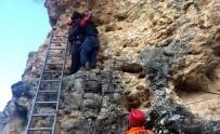 KANYON - Ulubey Kanyonu'ndaki Kayalıklarda Mahsur Kalan Genci AFAD Kurtardı