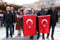 TÜRK BAYRAĞI - Üniversite Öğrencileri Sevgililer Gününde Türk Bayrağı Dağıttı