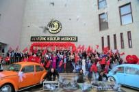 KIRMIZI HALI - Uşak'ta Afrin Mesajlı Sevgililer Günü Etkinliği