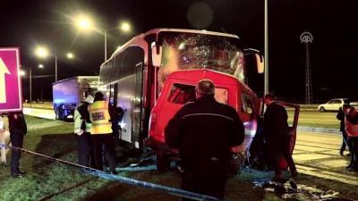 Amasya'da Yolcu Otobüsü İle Minibüs Çarpıştı Açıklaması 1 Ölü, 4 Yaralı