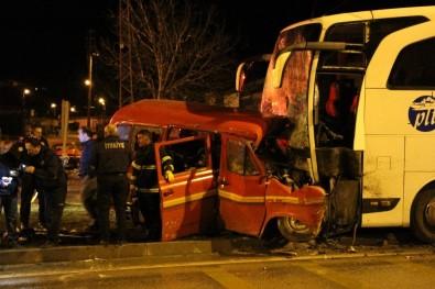 Amasya'da Yolcu Otobüsüyle Minibüs Çarpıştı Açıklaması 1 Ölü, 4 Yaralı