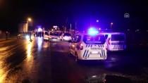 MEHMET SARI - Aydın'da Otomobil Polis Aracına Çarptı Açıklaması 2 Yaralı