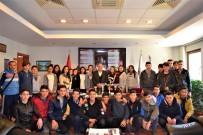 MUSTAFA BÜYÜKYAPICI - Başarılı Sporculardan Başkan Büyükyapıcı'ya Ziyaret