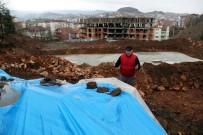 GOLF SAHASI - İnşaat Firmasının Mezarlara Kadar Kazı Yapmasına Tepki