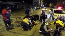 SAHİL YOLU - Kadıköy'de Otomobil Park Halindeki Otobüse Çarptı Açıklaması 2 Yaralı