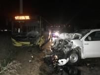 ÖMER SEFA - Kamyonet İle Belediye Otobüsü Çarpıştı, Kazada Bir Kişi Öldü