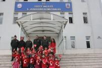MUSTAFA ÇETİNKAYA - Kreş Öğrencilerinden Askere Resimli Destek