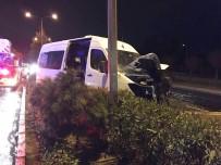 ADNAN MENDERES HAVALİMANI - Minibüs Refüje Çarptı Açıklaması  1 Yaralı
