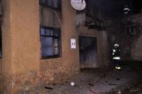 YANGINA MÜDAHALE - Sobadan Çıkan Yangın 3 Evi Kül Etti