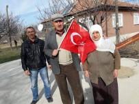 TÜRK BAYRAĞI - Vatandaşlara Türk Bayrağı Dağıtıldı
