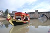 VENEDIK - Venedik Gondolu Yerine Osmanlı Kayığı