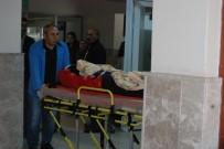 ÇANAKKALE ONSEKIZ MART ÜNIVERSITESI - Bayramiç'te Otomobil İle Motosiklet Çarpıştı, 1 Yaralı