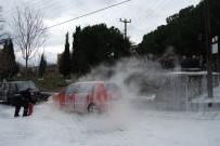 YANGINA MÜDAHALE - Bayramiç'te Park Halindeki Otomobil Alev Aldı
