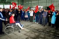 TÜRK BAYRAĞI - Kahraman Gaziye Belediyede Coşkulu Karşılama