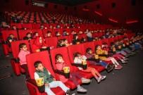 YETİM ÇOCUK - Yüzlerce Öğrenci Sinemada Buluştu