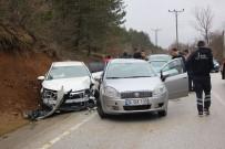 İZZET BAYSAL DEVLET HASTANESI - Abant Tabiat Parkı Yolunda Trafik Kazası Açıklaması 8 Yaralı