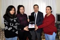 TÜRK BAYRAĞI - Başkan Ataç, Eskişehirli Şehit Serdar Ege'nin Ailesini Ziyaret Etti