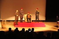 ROMAN YAZARI - 'Gök Sultan Abdülhamit Han' Adlı Tiyatro Oyunu Beyşehirli Tiyatro Severlerle Buluştu
