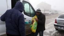 HAYVAN HAKLARı FEDERASYONU - 'Kara Kış'ta Sokak Hayvanlarını Unutmadılar
