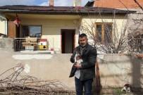 ERDAL ÇAKıR - Kiraladığı Ev Sokak Hayvanlarına Yuva Oldu