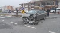 HASAN ALİ YÜCEL - Manavgat'ta Trafik Kazası Açıklaması 1 Yaralı
