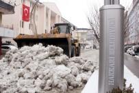 KAR YAĞıŞı - Hakkari Belediyesinden Kar Temizleme Çalışması
