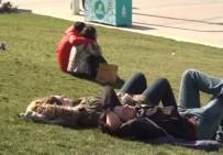 TAKSIM - İstanbullular Şubat Ayında Yazdan Kalma Bir Gün Yaşadılar